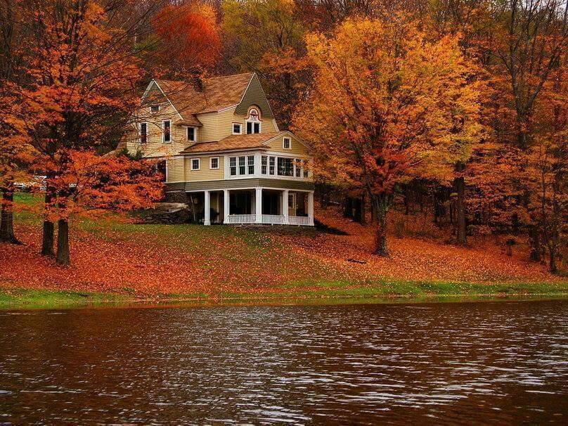 Lake home on the water during autumn | Lake Homes Realty