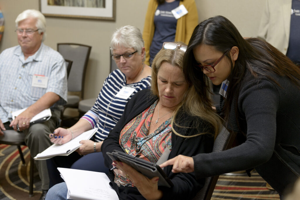 Linda Thach (right) helping Lake Home Specialist Nan Carter during an open space session.