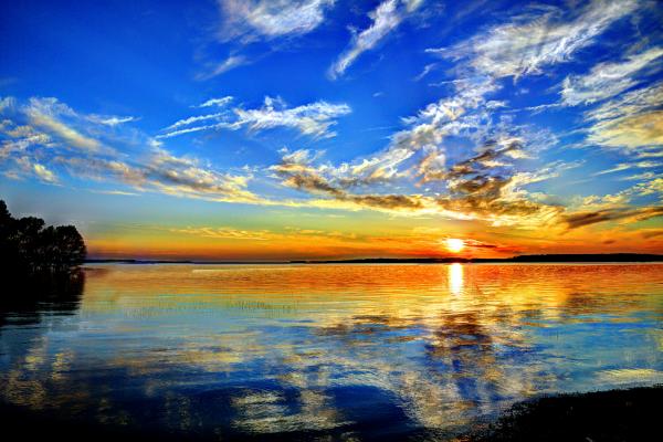 Beautiful lake sunrise on Lake Sam Rayburn