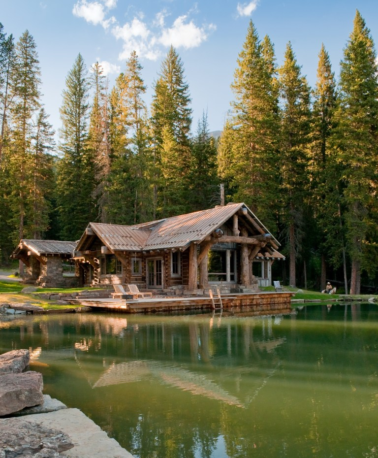 Quiet lake house surrounded by trees