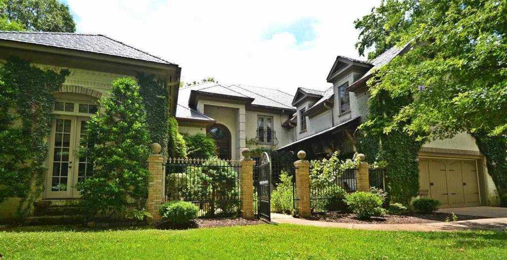Lake Guntersville dream home trophy estate
