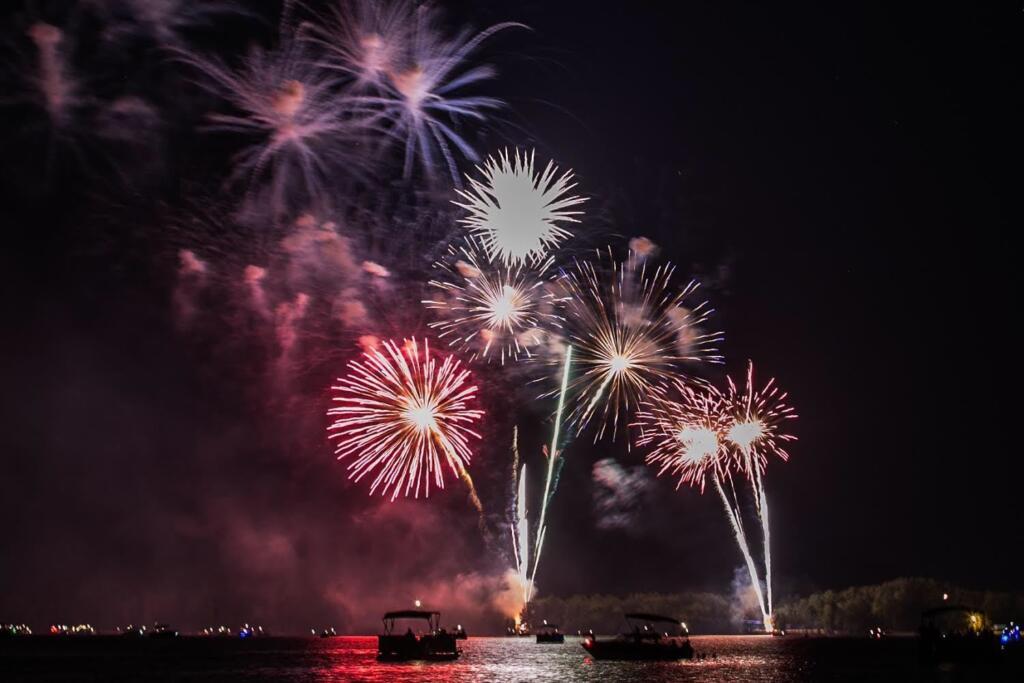 fourth of july fireworks at lake murray south carolina