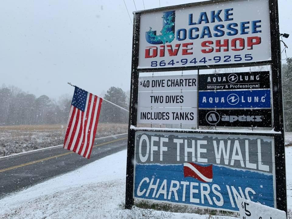 Lake Jocassee dive shop sign